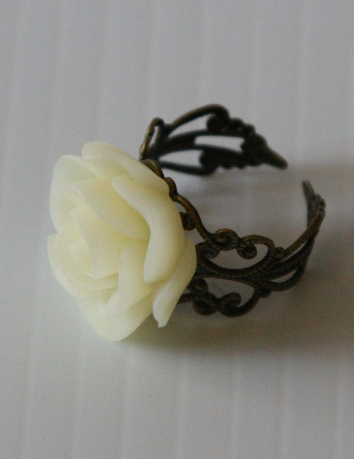 cream-flower-ring2