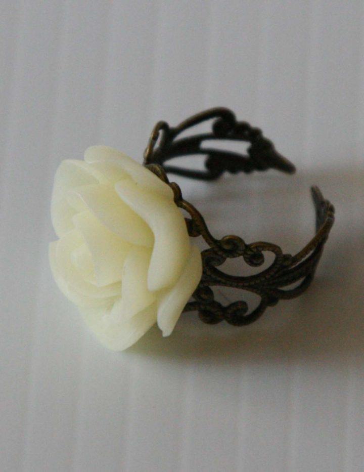 cream-flower-ring2