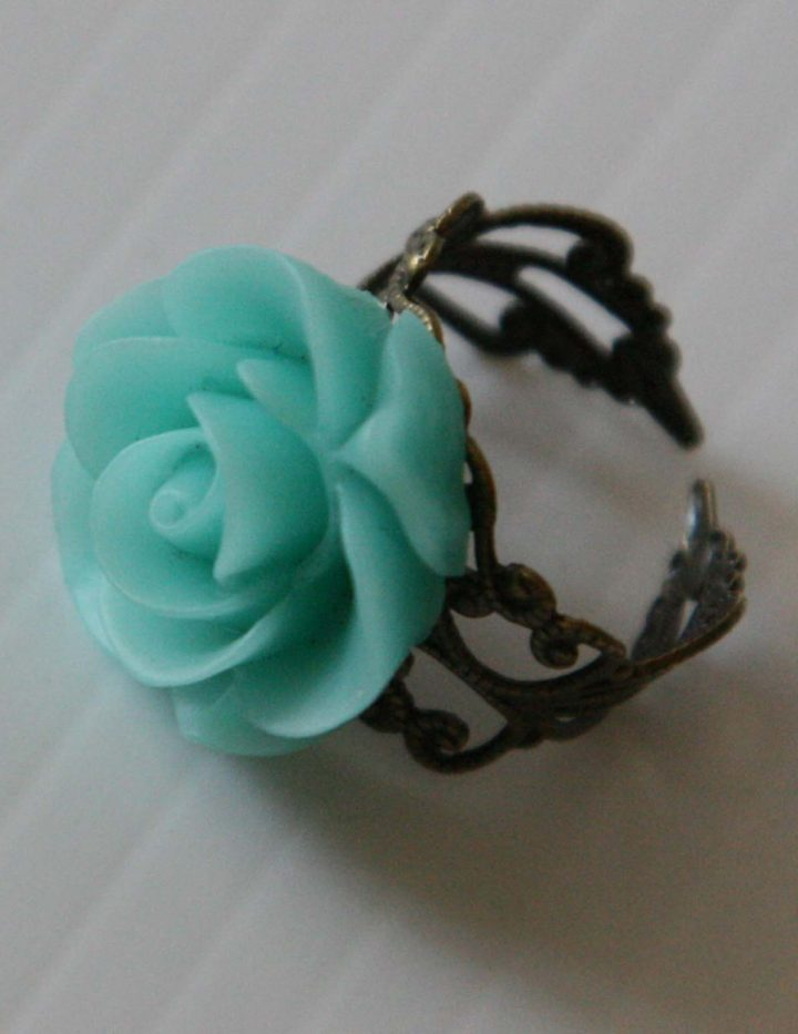 Green Flower Ring - Resin - Antique Adjustable Ring - Rose Jewelry